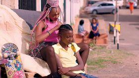 【レビュー】同性愛が違法のケニアで作られた少女たちのラブストーリーが瑞々しい『ラフィキ:ふたりの夢』
