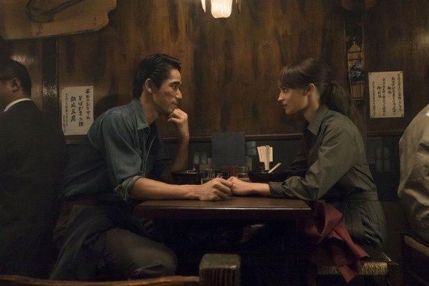 ある日ルーシーは、日本人カメラマン禎司(小林直己)と出会い、心を通わせていく