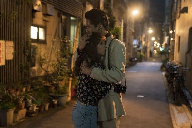 【写真を見る】アリシアと小林直己が抱き合うシーンにうっとり…