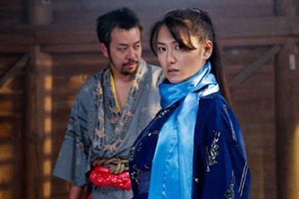 アクション女優で再出発を果たした阿部真里は忍法・薄氷の使い手、砂子剣に扮する