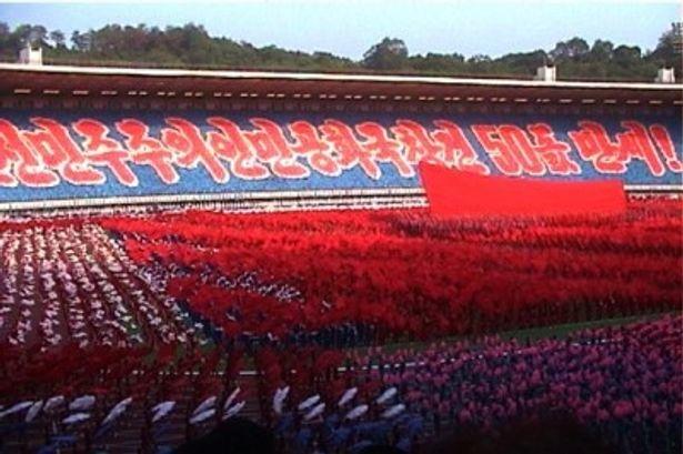 北朝鮮での国家記念行事の映像も登場する