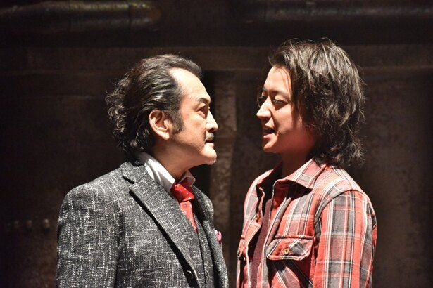 吉田鋼太郎演じる黒崎との対決シーンは、生の舞台を最前席で観ているような臨場感!