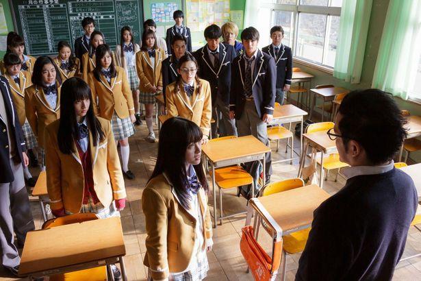 【写真を見る】突如として自殺催眠をかけられた36人の生徒たち