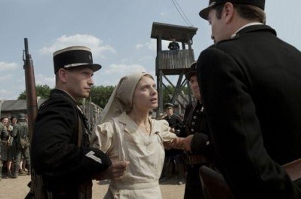 メラニー・ロランの祖父は、過去にアウシュヴィッツに強制送還されていることがわかった