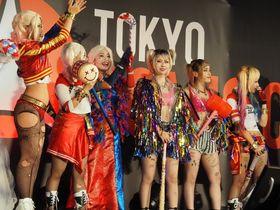 美脚全開!ハーレイ・クインのコスプレ大盛況の「東京コミコン2019」、ザッカリー・リーヴァイも登場