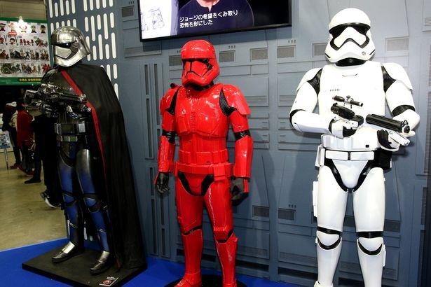 ストームトルーパーらのスタチューも展示されるなど盛り上がっていた『SW』のブース