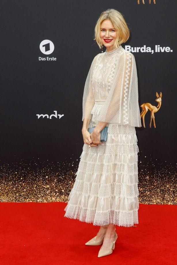 第71回バンビ賞にディオールのドレスで登場したナオミ・ワッツ