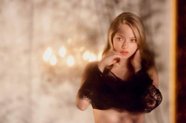 シャロン・ストーンが演じた『氷の微笑』のキャサリンを彷彿とさせるクロエ役のアマンダ・サイフリッド