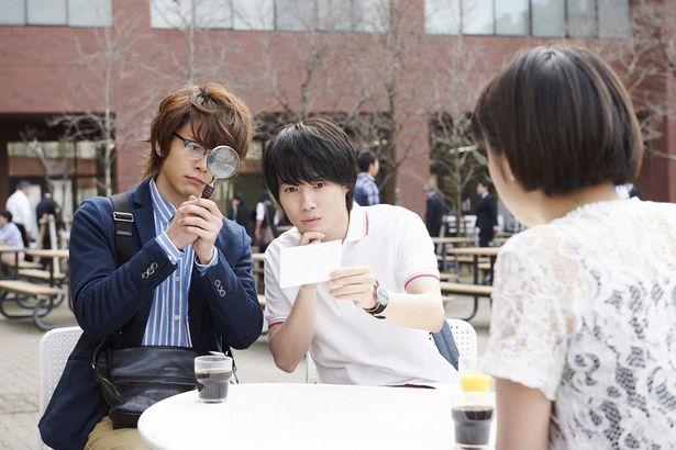 葉村と明智は大学のミステリー愛好会に所属し、様々な事件に首を突っ込んでいた