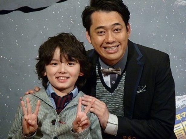 親子役を演じた濱田龍臣と設楽統