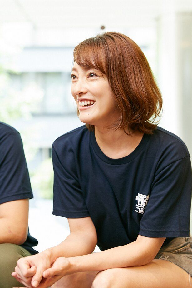 坂口望二香こと、柴田かよこは映画、ドラマ、CMなどで幅広く活躍。近年は台湾でも女優として活躍するほか、国内ではニコニコ生放送の配信番組などにも出演