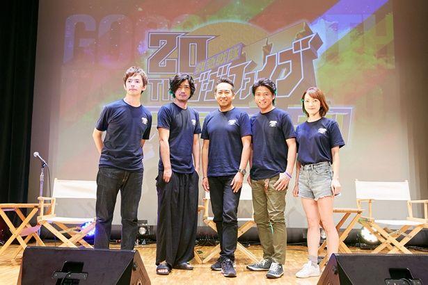 5人が着用したTシャツは、20周年記念イベントのグッズとして制作されたもの