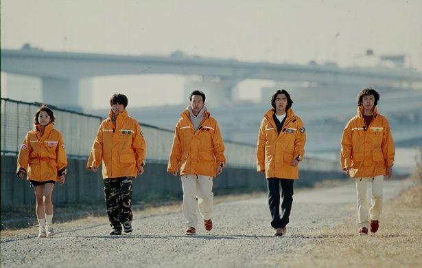 左から救急救命士のマツリ(坂口)、ヘリパイロットのショウ(原田)、特殊レスキュー部隊隊長のマトイ(西岡)、化学消防班員・研究者のナガレ(谷口)、警察巡査のダイモン(柴田)