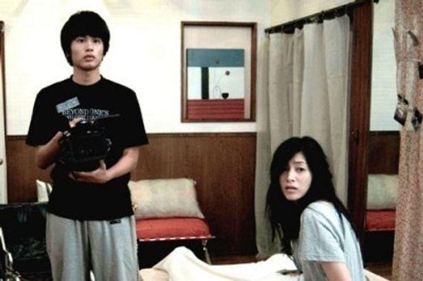 『パラノーマル・アクティビティ第2章 TOKYO NIGHT』に出演した中村蒼と青山倫子