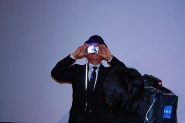 周防監督はいつも初日舞台挨拶に来たお客さんをカメラで撮るという