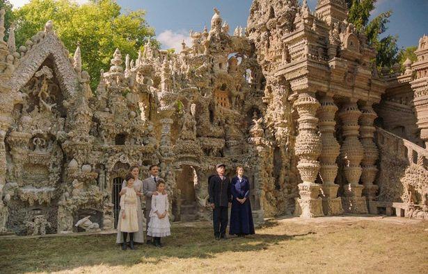 たった一人の男がDIYで作り上げた宮殿が異様すぎる!