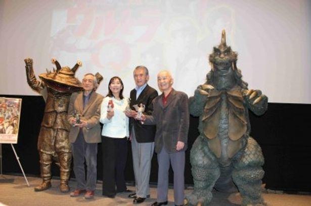 「総天然色ウルトラQ」の発売が発表され、監督、出演者、登場する怪獣たちが集まった