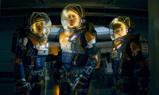 ロビンソン一家の宇宙サバイバルが描かれる「ロスト・イン・スペース: シーズン2」