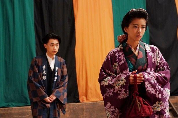初恋の女性、梅子(黒島結菜)と再会する俊太郎