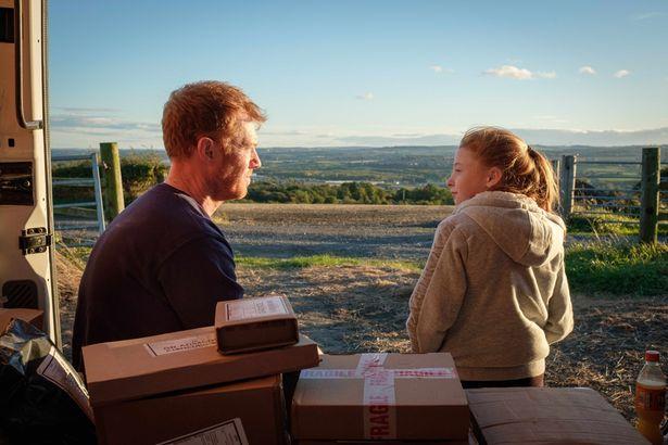 """巨匠ケン・ローチが現代社会の""""働き方問題""""と""""家族の在り方""""に一石を投じる最新作『家族を想うとき』"""