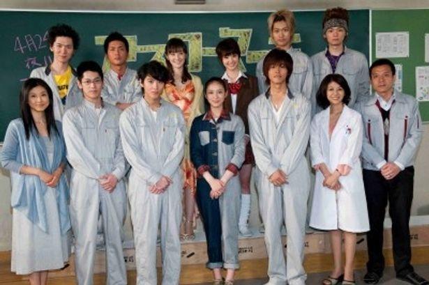 武井咲、松坂桃李ら総勢13人が記者会見に登場した