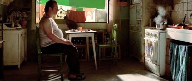 アルフレッド・ヒッチコックばりにカメオ出演しているドルマル監督