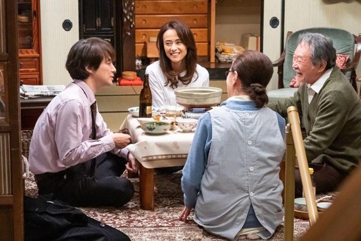 満男の家族たちはもちろん、シリーズおなじみのキャストたちが大集合する(『男はつらいよ お帰り 寅さん』)