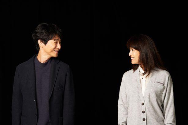 【写真を見る】見つめ合ってニッコリ!初々しいカップルを演じた吉岡秀隆と後藤久美子を、再会撮り下ろし<写真13点>