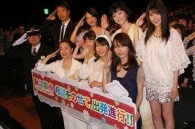 『阪急電車』初日舞台挨拶で、中谷美紀が震災思って涙「失敗しても傷ついても、きっと立ち上がれる」