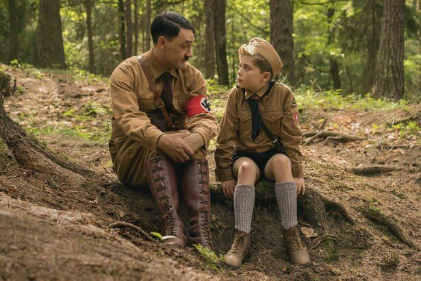 主人公ジョジョの空想上の友だちであるアドルフ役には本作の監督を務めるタイカ・ワイティティ