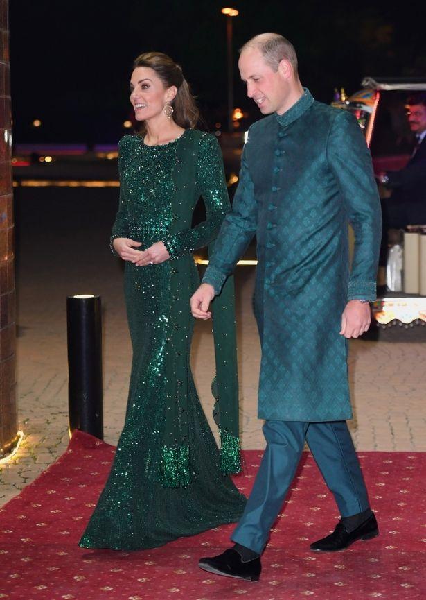 ウィリアム王子とコーデしつつ、訪問国の国旗カラーを取り入れたパキスタン外遊