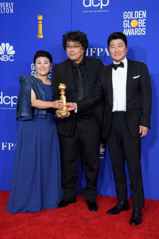 外国語映画賞を受賞した『パラサイト 半地下の家族』チーム