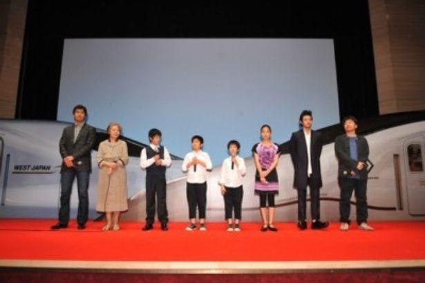 「阿部さんのような俳優になること」と夢を語った林凌雅(左から3番目)