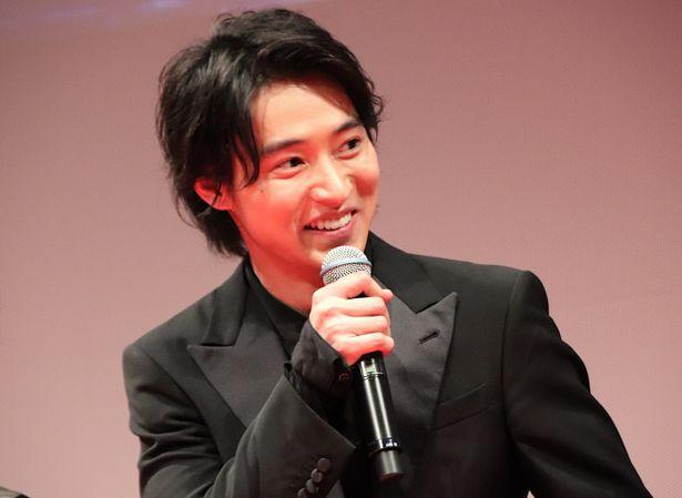 舞台挨拶に登壇した山崎賢人