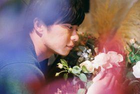 花を愛おしむ田中圭の視線が美しい…今泉力哉監督作『mellow』で魅力全開!