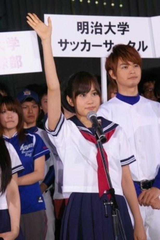 「全国の皆さんに真摯に感動を届けることを誓います」と宣誓した前田敦子