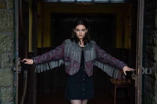 オーティスに恋心を寄せるメイヴ役は『ナイル殺人事件(仮題)』に出演するエマ・マッキー