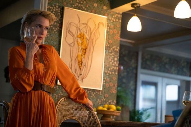 オーティスの母ジーン役には「X-ファイル」シリーズのジリアン・アンダーソン