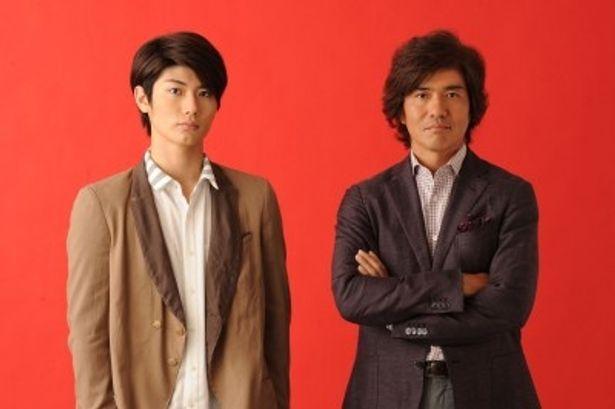 これが初共演となる宮田役の三浦春馬と遠野役の佐藤浩市(写真左から)
