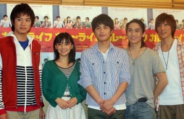 舞台「カレーライフ」出演の井上正大、倉科カナ、中村蒼、崎本大海、植原卓也(写真左から)