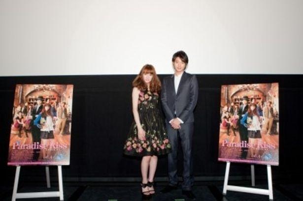 大阪で行われた『パラダイス・キス』舞台挨拶に登壇した北川景子と向井理