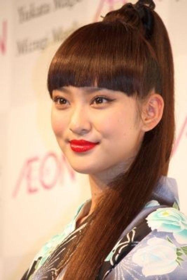 イオンの2011年ゆかた・水着新作キャンペーンで、17歳とは思えないほど大人っぽいゆかた姿を披露した武井咲さん