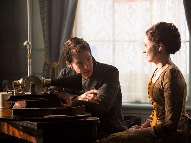 妻のメアリーと会話を交わすエジソンの姿も