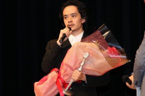 第41回ヨコハマ映画祭で、主演男優賞を受賞した池松壮亮