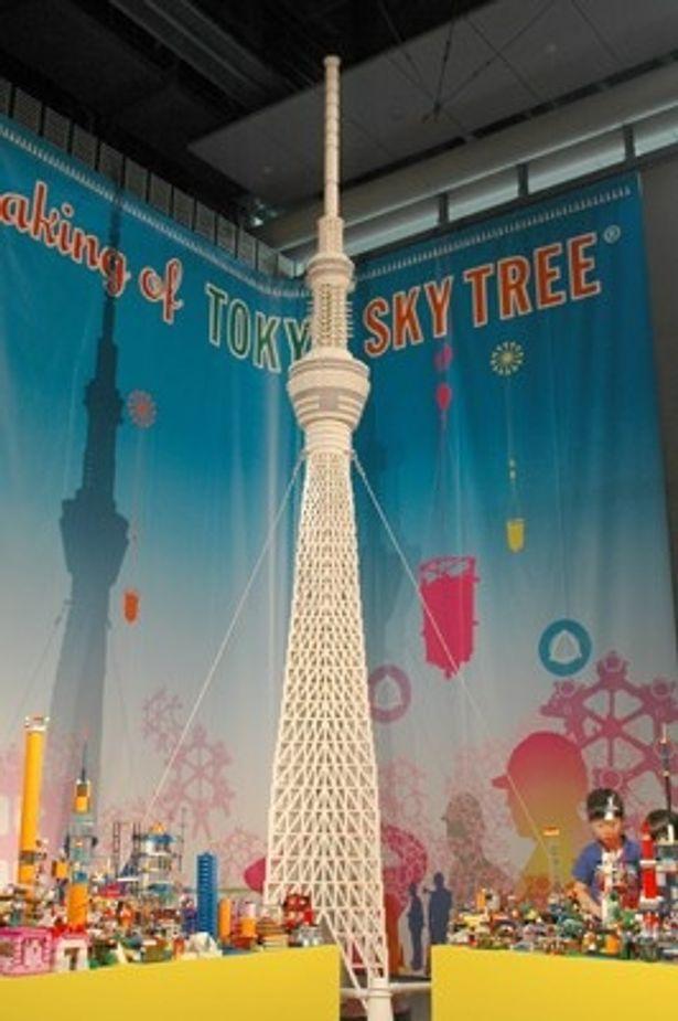 """初お披露目となった""""レゴ版スカイツリー""""と""""夢のまち""""。スカイツリーに13万個以上、夢のまちに1万個以上のレゴブロックを使い、壮大な展示物を作り上げた"""