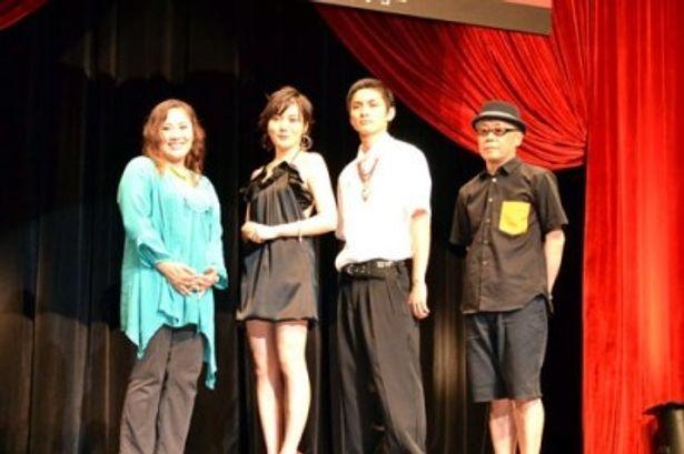 完成披露試写会に登壇した、左より、中上紀、鈴木杏、高良健吾、廣木隆一監督