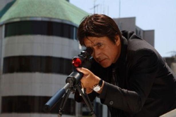 桐生潤一郎(通称JK)は伝説のヒットマンと言われる最強の暗殺者だったが