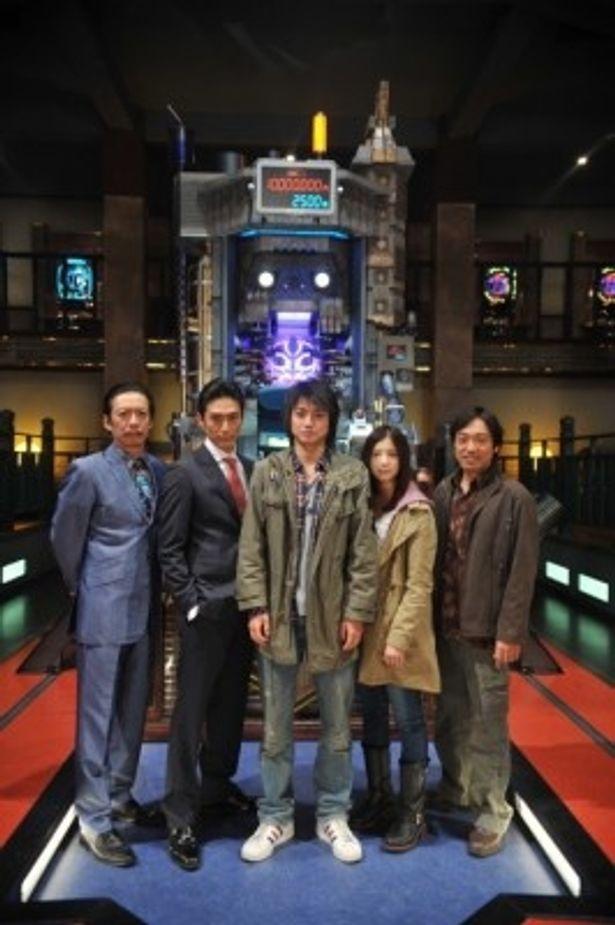 『カイジ2』に出演する、左から生瀬勝久、伊勢谷友介、藤原竜也、吉高由里子、香川照之