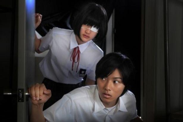 『管制塔』でも共演した橋本愛と山崎賢人(手前)が本作で主演を務める