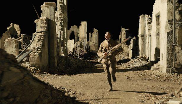 """『1917』の""""ワンカット風映像""""を作りだすメイキング映像が到着"""